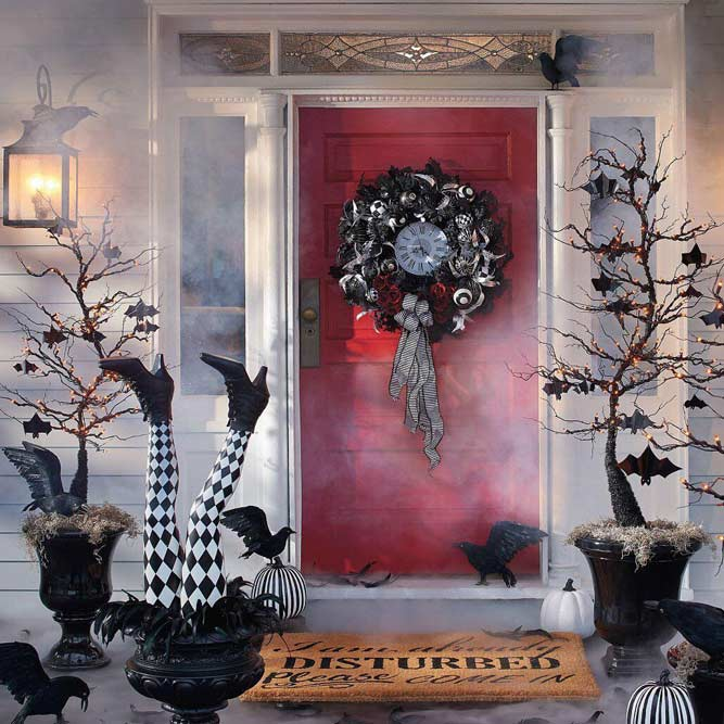 Scary Front Porch Decor With Fog #witchlegs #ravens #wreath #bats