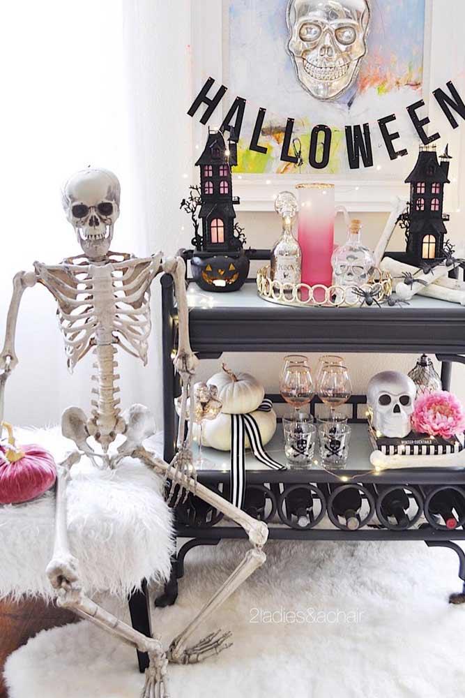 Halloween Bar Decorations #skeleton #skull
