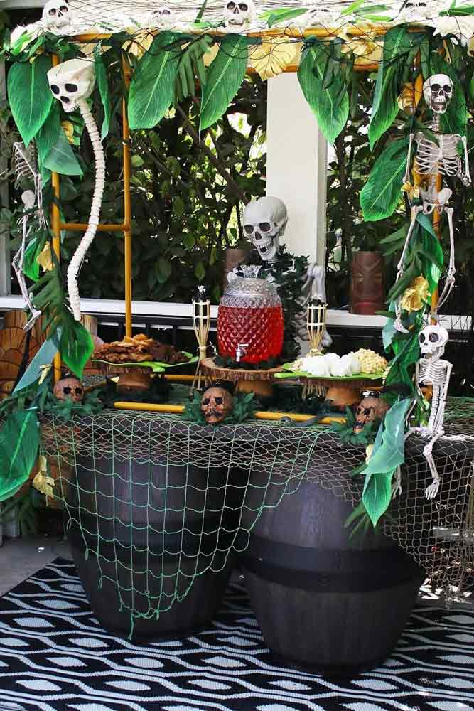 Outdoor Skeleton Table Decorations #skull #skeleton