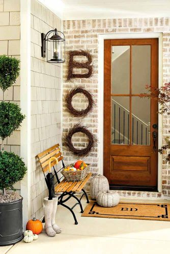 Fun and Scary Outdoor Halloween Decor picture 1
