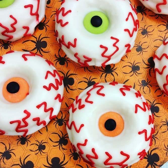 Bloody Eyes Halloween Donuts Idea #bloodyeyes #eyesdonuts