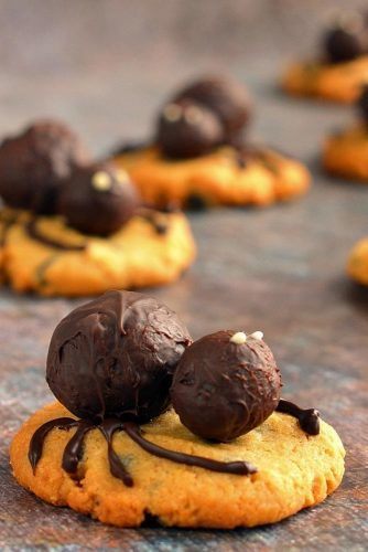 Halloween Cookies With Chocolate Spider #spider