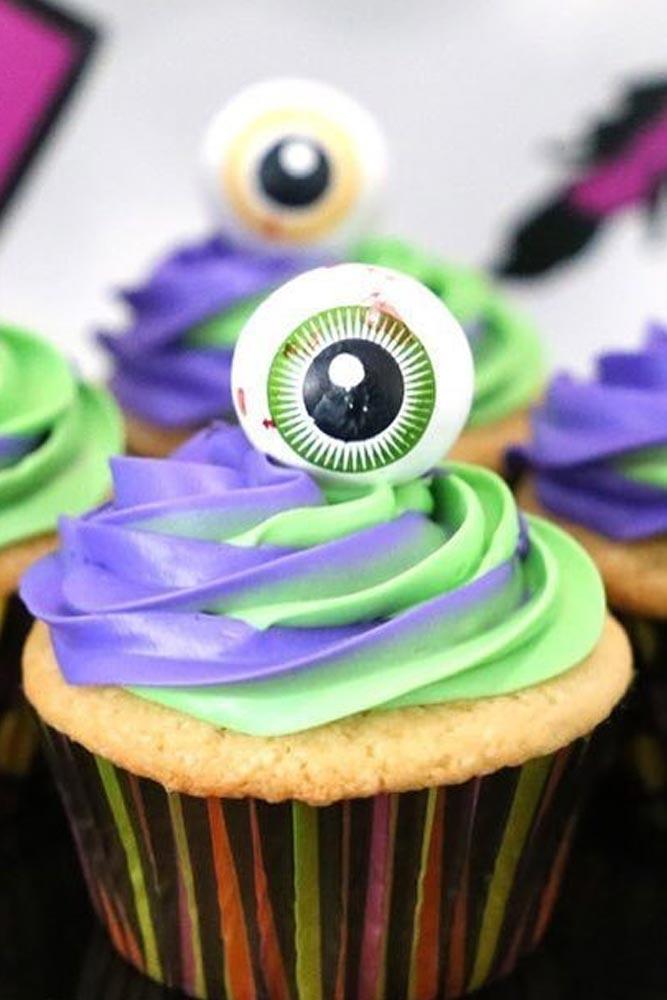 Eyeball Halloween Cupcakes #eyeball #cupcakes