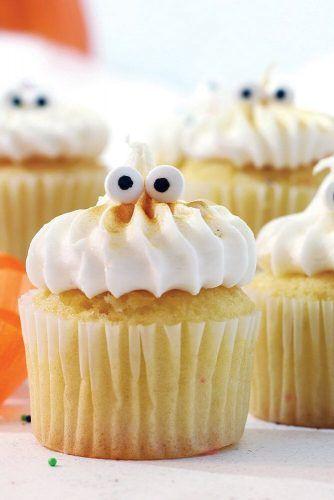 Halloween Cupcake Idea With Eyeballs #eyeballs