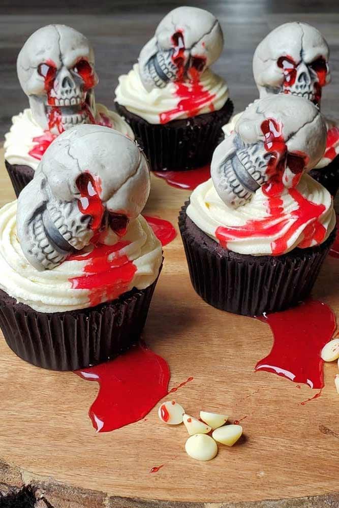 Bloody Skull Halloween Cupcake #skullcupcake