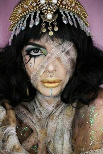 Beautiful Mummy Makeup Idea #mummy #egyptian