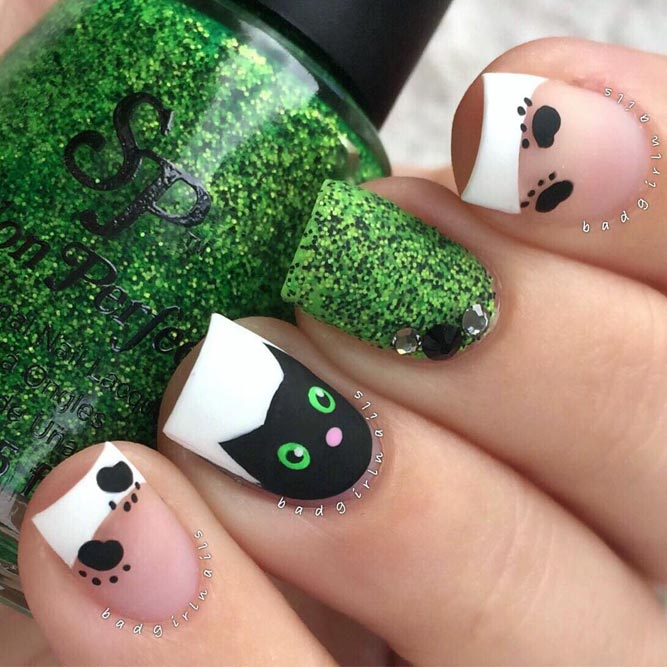Black Cat Cool Nails to Try This Holiday