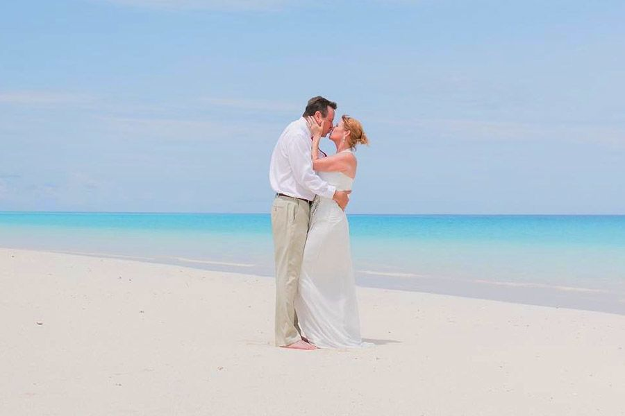Adorable Engagement Photos on the Beach
