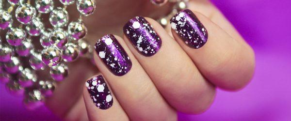 18 Adorable Holiday Nail Art Ideas