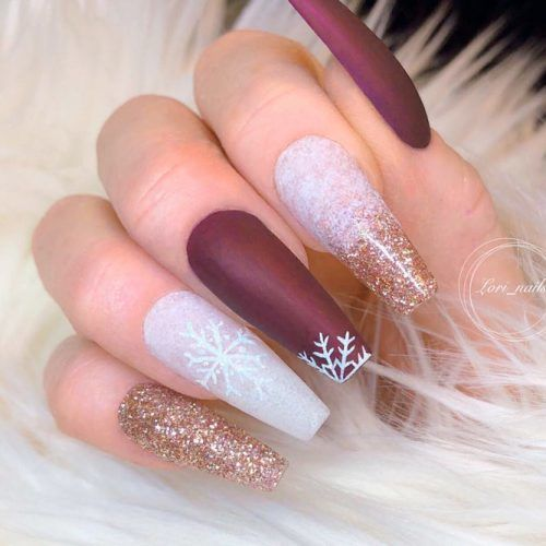 Matte Nails With Snowflakes Pattern #mattenails #glitternails #winternails