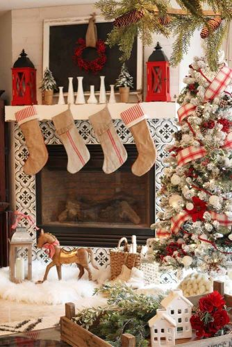 Fireplace Decorations With Lanterns #lanterns #socks
