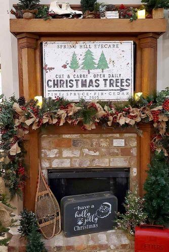 Vintage Fireplace Decoration With Sign #garland #sign