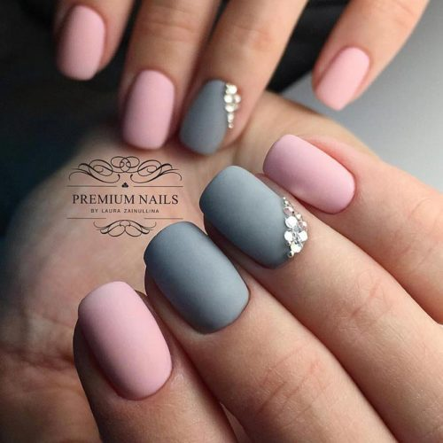 Minimalistic Nail Art in Pastel Colors