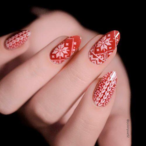 Christmas Sweater Nail Pattern #sweaternails #patternednails #rednails