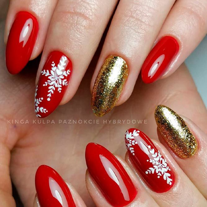 Easy Snowflakes Nails With Gold Glitter #glitternails #snowflakesnails #rednails