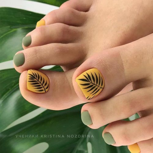 Matte Toe Nails With Leaves Pattern #mattenails