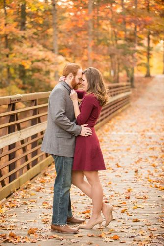 21 Fall Engagement Photos That Are Just The Cutest
