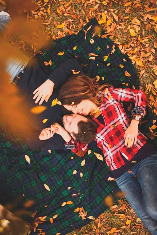 Romantic Fall Engagement Photos#lovestory #engagement