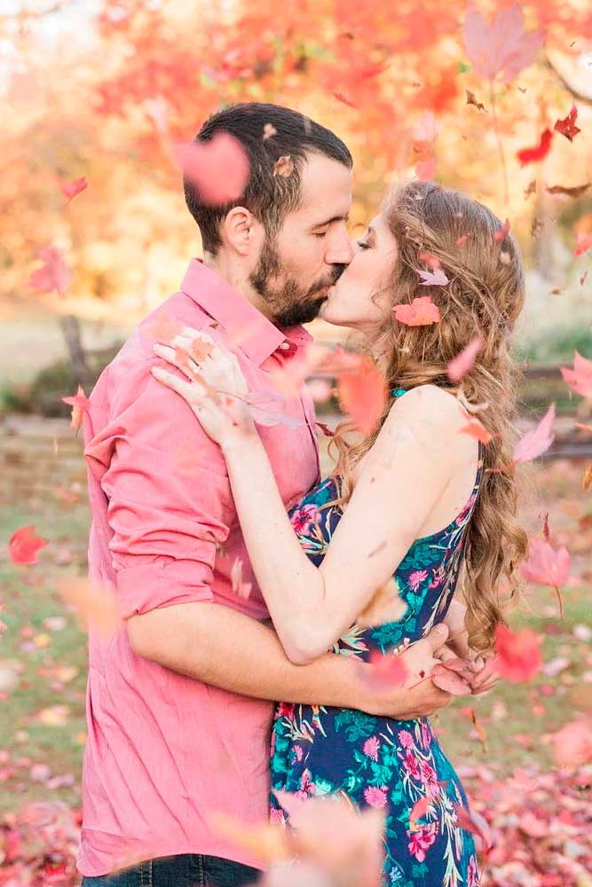 Romantic Photo With Leaves #kiss #love #romanticphoto