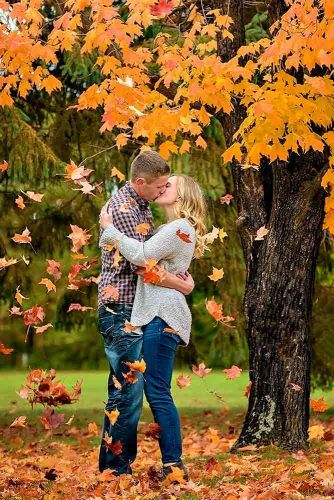 Leaf Falling Kiss #fall #love #kiss