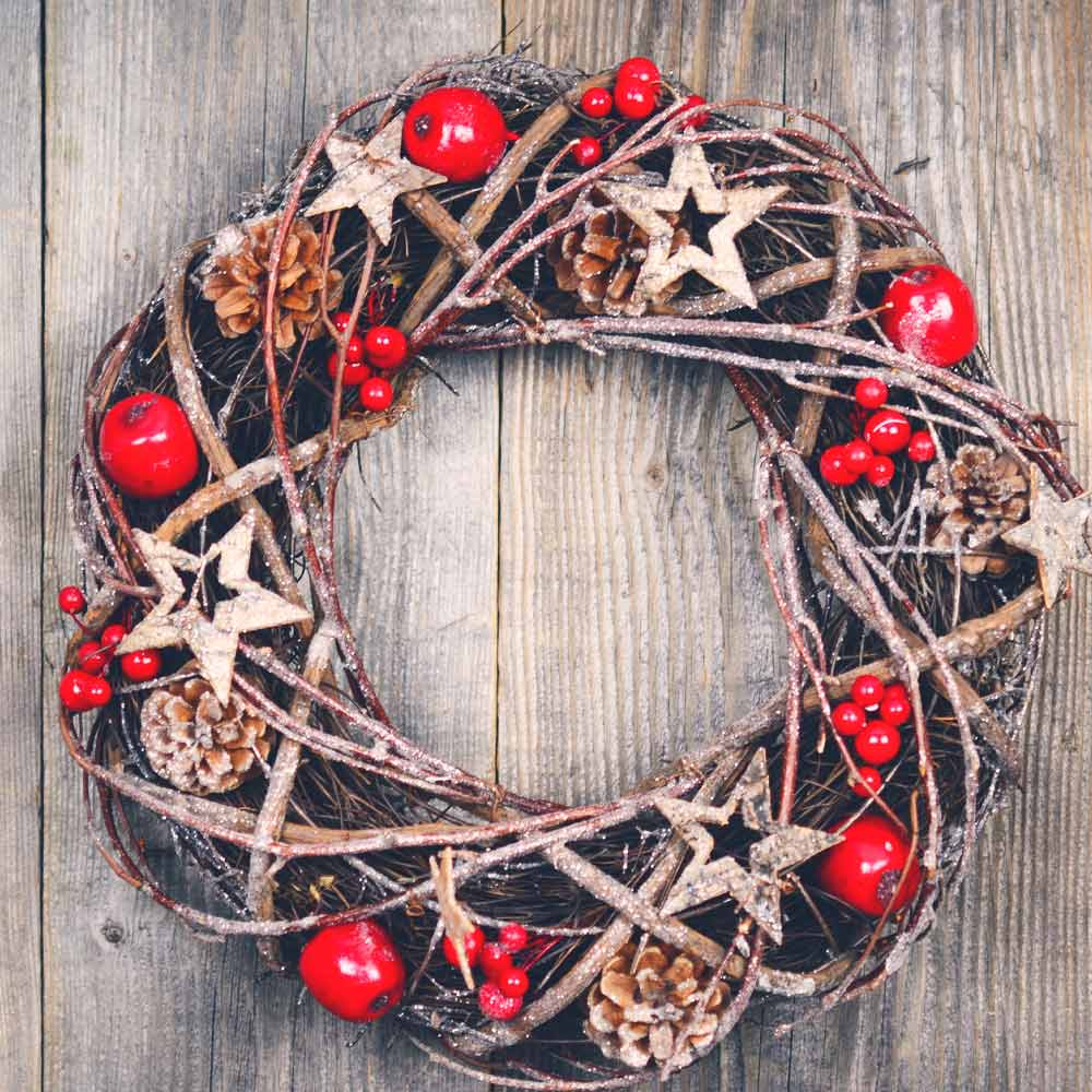 Christmas Wreath with Rustic Elements