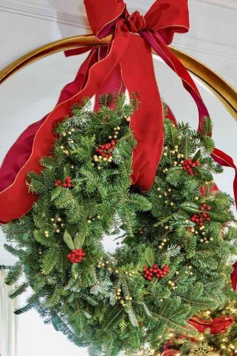 Christmas Wreath With Berries And Red Ribbon #simplewreath