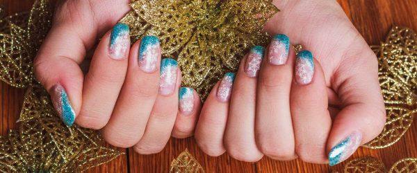 21 Frozen Snowflakes Christmas Nails