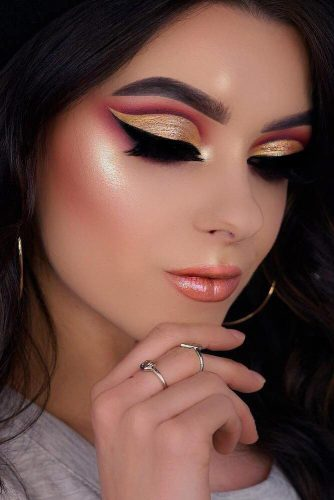 Gold Glitter Cut Crease Makeup Idea #cutcrease #goldglitter