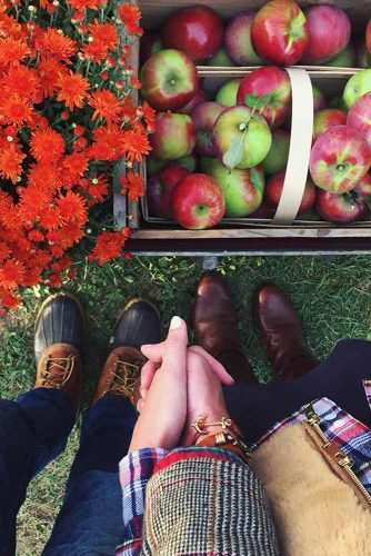 25 Romantic Date Ideas for You and Your Honey This Fall