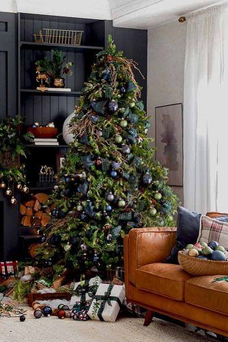 Dark Colors For Christmas Tree Decor #plaid #darkgreen