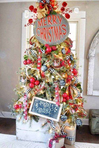 Red Christmas Tree Decorations With Wood Signs #signsdecor