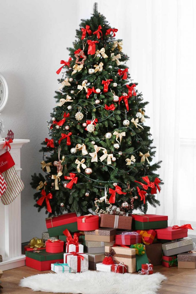 Christmas Tree with Red Toys Decor