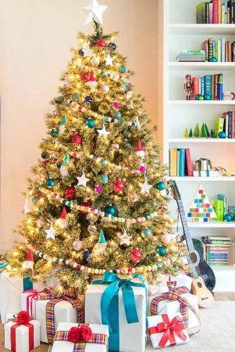 Colorful Christmas Tree Decorations With Santa Ornaments #garland #santaornament