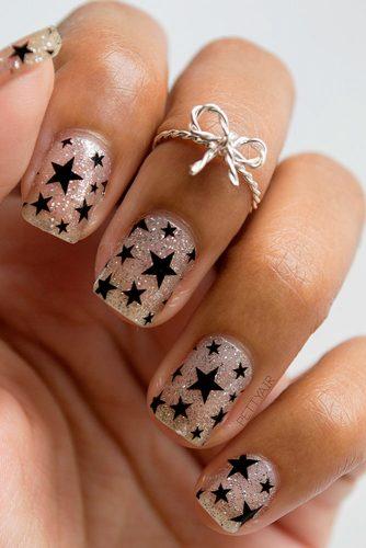 12 Best DIY Star Holiday Nails