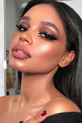 Soft Winter Makeup Idea With Black Eyeliner #blackeyeliner