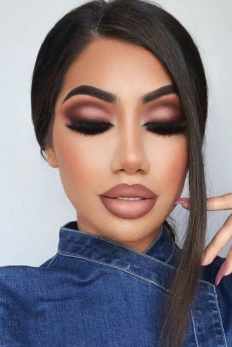 Nude Winter Makeup Idea With Cut Crease Accent #ombrelips