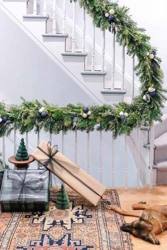 Simple Greenery Garland Design #presents #christmasdecorations