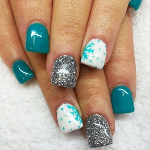 Cool Shimmering Christmas Nails