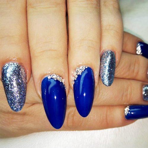 Cool Shimmering Christmas Nails