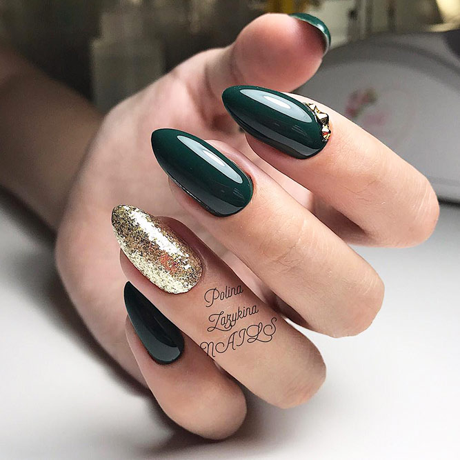Easy Nails Designs with Christmas Colors Picture 6