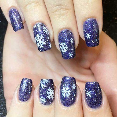 Amazing Snowflakes Nail Design #winternails #snowflakesnails