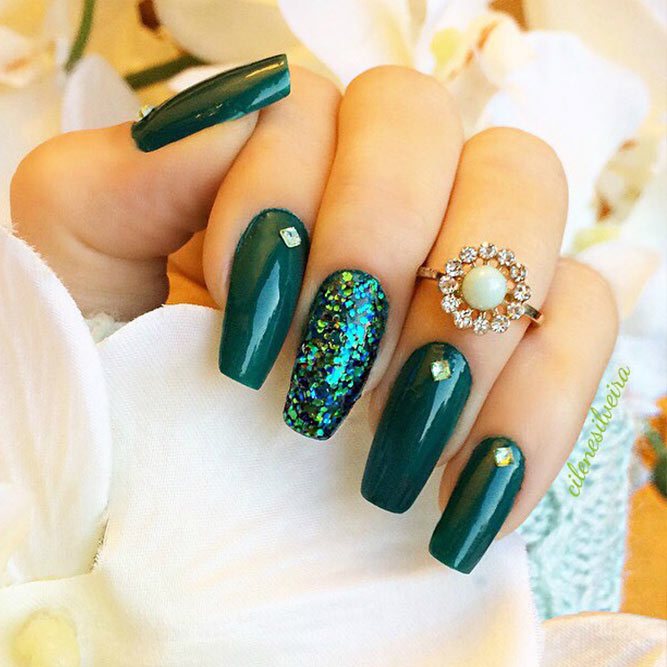 Easy Nails Designs with Christmas Colors Picture 4