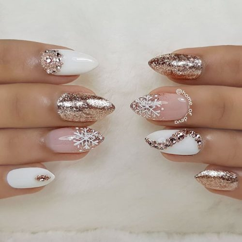Gold Glitter Nails With Snowflakes Art #glitternails #ombrenails #winternails
