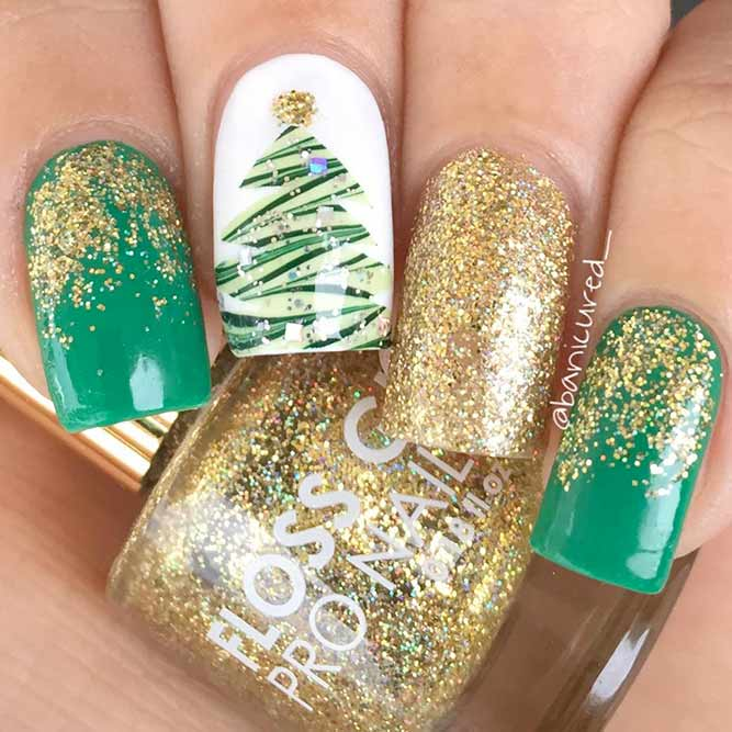 Creative Water Marble Christmas Tree #watermarblenails #winternails #glitternails