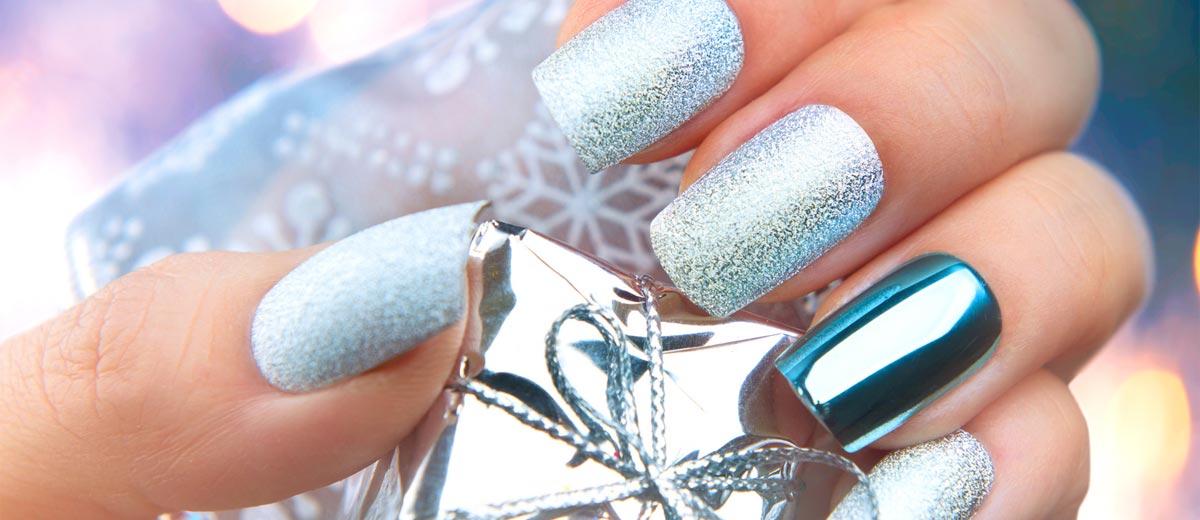 36 Cool Shimmering Christmas Nails