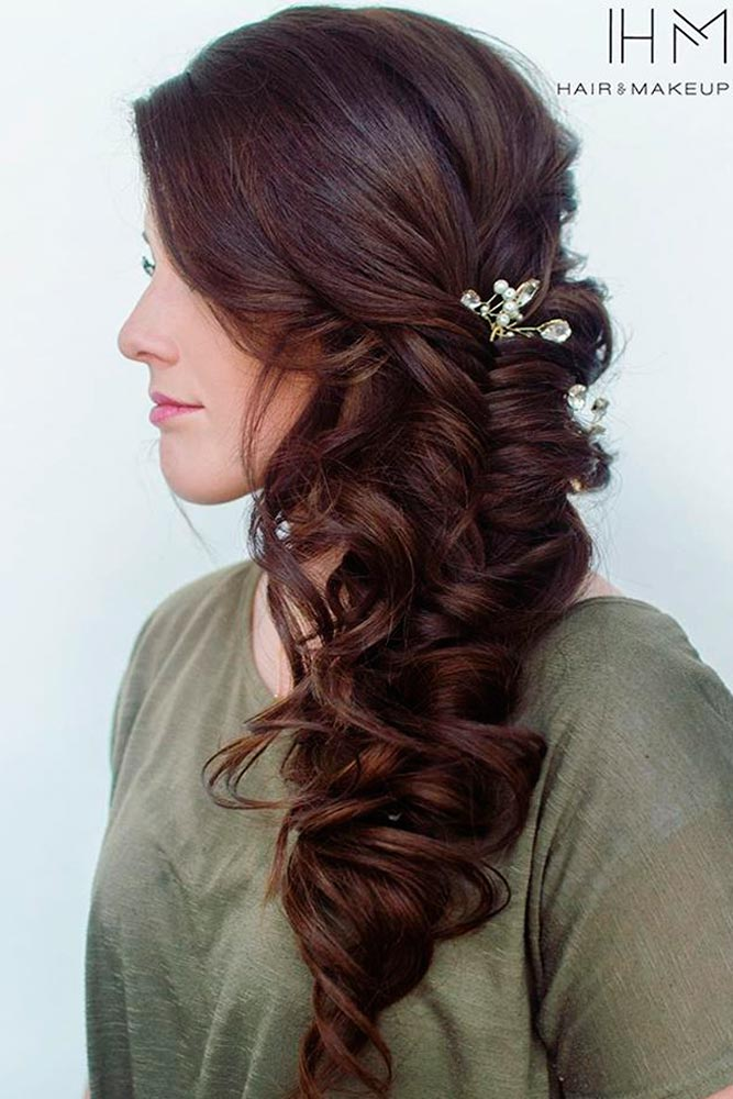 Super Cute Christmas Hairstyles for Long Hair