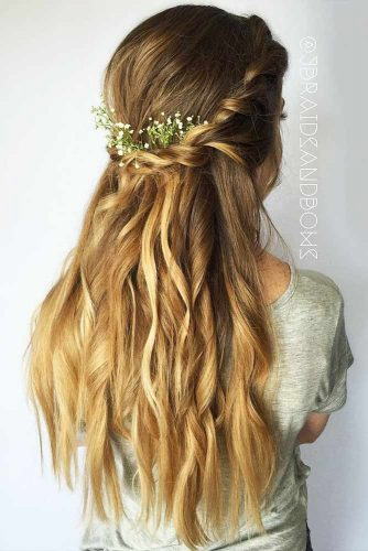 39 Super Cute Christmas Hairstyles For Long Hair