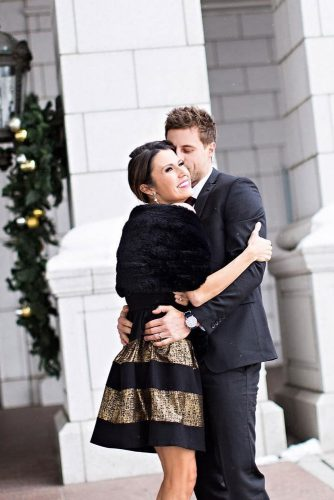 21 Cute Christmas Photos for Couples to Show Love