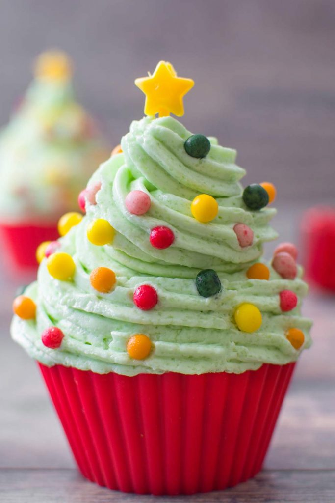 Christmas Tree Cupcake Decor Idea