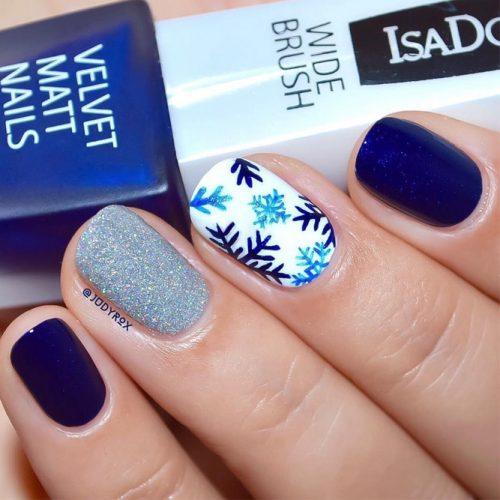 12 Frozen Snowflakes Christmas Nails